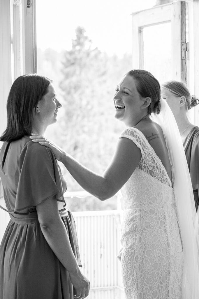 Bruden secretbox morgongåva balkong motljus systrar tärnor
