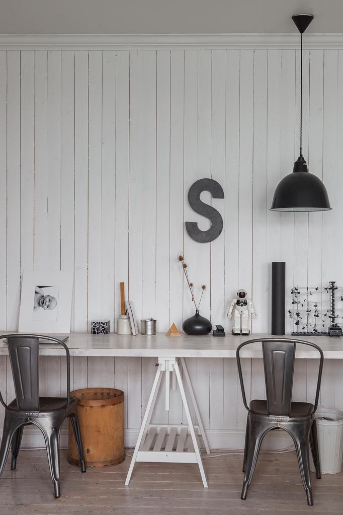 Arbetsbord arbetsbänk ungdomshäng industrilampa metall stol tolix